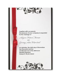 Un diseño delicadamente contrastado. Una sola pieza, bordes negros y plantas, así como el texto en un negro mate. Un listón rojo brillante puede usarse para destacarla. Una elección sofisticada y elegante para tu boda, ideal para parejas modernas. Puede usarse en el listón otro color brillante para resaltar.