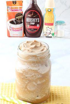 Starbucks Drinks Recipes to Try at Home! Copycat blended coffee drinks are SO easy to make at home! Plus you won't believe how much you'll save! Go grab the recipe and give it a try this week! Frozen Coffee Drinks, Blended Coffee Drinks, Coffee Drink Recipes, Blended Coffee Recipes, Best Starbucks Drinks, Starbucks Recipes, Starbucks Coffee, Pumpkin Spice Coffee, Spiced Coffee