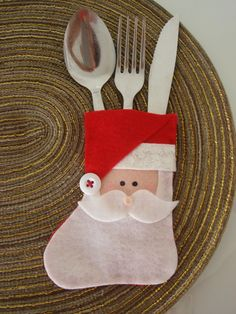 Christmas decorations: 20 cutlery and door ideas with seamless felt! Christmas Napkins, Felt Christmas Ornaments, Christmas Sewing, Christmas Decorations, Christmas Stockings, Christmas Makes, Christmas Art, Christmas Projects, Christmas Holidays