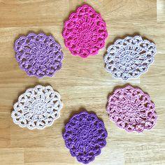Crochet Bunting, Crochet Garland, Crochet Art, Crochet Crafts, Sewing Crafts, Free Crochet, Quick Crochet Patterns, Crochet Coaster Pattern, Christmas Crochet Patterns