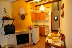 El Nido es una casa rehabilitada en estilo rústico dispone de salón, cocina, un dormitorio de matrimonio y aseo con ducha.