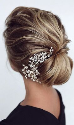 44 Messy updo hairstyles – The most romantic updo to get an elegant look - Wedding hairstyles Romantic Updo, Romantic Wedding Hair, Romantic Hairstyles, Side Hairstyles, Short Hairstyles For Women, Wedding Hairstyles, Wedding Updo, Wedding Makeup, Wedding Hair Inspiration