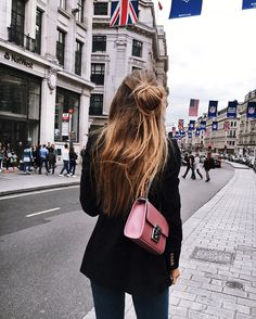 "⠀⠀⠀⠀⠀ ⠀⠀⠀⠀ CAROLINE on Instagram: ""Strolling through london with my new cute pink @camelia_roma bag#cameliaroma"""