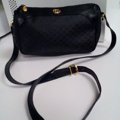 Beautiful authentic Gucci shoulder bag Vintage authentic Gucci black bag with gold tone hardware. Some general wear mainly fading of the lining, overall really good condition!!! Gucci Bags Shoulder Bags