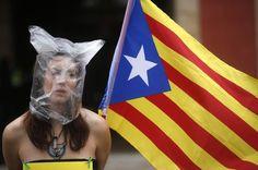 Le référendum sur l'indépendance de la Catalogne jugé anticonstitutionnel - Libération, 25 MARS 2014. Le Tribunal constitutionnel espagnol a déclaré illégal mardi le projet d'autodétermination de la Catalogne, déjà rejeté par le gouvernement central, infligeant un revers aux nationalistes au pouvoir dans cette région qui veulent organiser un referendum le 9 novembre. «Dans le cadre de la Constitution, une communauté autonome ne peut, de manière unilatérale, convoquer un referendum».