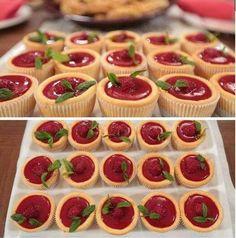 Pink Cupcake in Nurselins Küche :) – margareta Finger Food Desserts, Desserts To Make, Pastry Recipes, Cake Recipes, Dessert Recipes, Mini Hamburger, Pink Cupcake, Cheesecake Cupcakes, Individual Cakes