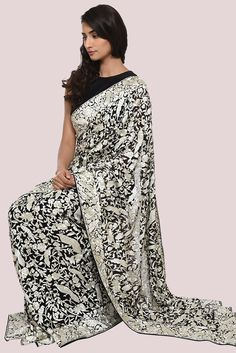 20 Sarees From Across India That Every Woman Should Have In Her Wardrobe Embroidery Saree, Embroidery Fashion, Tambour Embroidery, Indian Fashion Designers, Indian Designer Wear, Indian Dresses, Indian Outfits, Asian Fashion, Boho Fashion