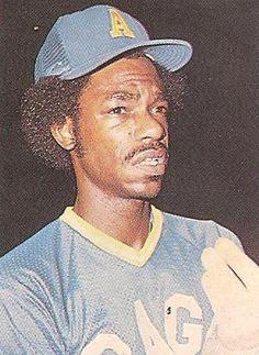 Ron Washington renunció el viernes(05/09/2014) a su cargo como manager de los Rangers de Texas, Washington jugo 3 temporadas en Venezuela (1981-82, 82-83 y 84-85 con los Tigres de Aragua)