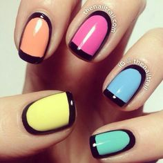 In this article I will represent the new nails trend called outlined nails. You can find it by some other names such as border nails or framed nails but is about the same thing. Great Nails, Fabulous Nails, Love Nails, How To Do Nails, Glitter Gradient Nails, Neon Nails, Diy Nails, Nail Art Set, Nail Polish Art