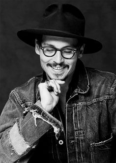 ImageFind images and videos about johnny depp on We Heart It - the app to get lost in what you love. Johnny Depp Fans, Here's Johnny, Johnny Depp Teeth, Johnny Depp Pictures, We Heart It, Johny Depp, Bonham Carter, Captain Jack, Many Faces