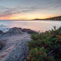 Korsika - ein Meisterstück der Natur  Was Korsika  so einzigartig macht sind die landschaflichen Kontraste! Von tiefblauen Badebuchen geht es über kristallkare Gebirgsbäche hinauf ins hochalpine Gelände.  Die Insel hat für alle etwas zu bieten - zB. für Sporter der legendäre europische Fernwanderweg GR20 oder die feinsandigen Küsenstreifen ideal für Familien!   Danke an @himortl für diese Impressionen aus Korsika!  Sonntag fliegt @flywithlevel direkt nach Calvi! Buchbar über @rhombergreisen… Salzburg, Beach, Outdoor, Deep Blue, Mountain Range, Families, Bows, Sunday, Thanks