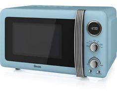 The Swan Vintage Digital Microwave exudes retro style and makes life easier in the kitchen. With its blue colour scheme and striking design, this microwave is sure to prove a real talking point. It features a capacity so there's p Microwave Shelf, Microwave Oven, Microwave Recipes, Retro Kitchen Appliances, Kitchen Gadgets, Digital Timer, Micro Onde, Gourmet