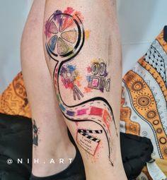 Tatuagem colorida: Joga mais cor que está pouco! - Blog Tattoo2me Painted Rocks, Watercolor Tattoo, Rock Painting, Tattoos, Blog, Movie, Film, First Tattoo, Color Tattoo