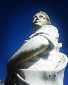 There is beauty in simplicity #queluz #sintra #Portugal #monument #antique #escultura #Palacio #palace #nature #beautiful #calm #antiguo #travel #viajar #moments #surprise #calm #history #art #historia #arte