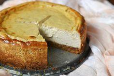 Mijn hemel wat ben ik toch dol op cheesecake (de gebakken variant). Speciaal voor Sinterklaas ging ik dan ook aan de slag met een speculaas cheesecake.