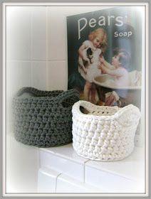Little Sweet Things: Hooked spaghetti crochet basket Crochet Bowl, Crochet Yarn, Free Crochet, Yarn Projects, Crochet Projects, Crochet Basket Tutorial, Cotton Cord, T Shirt Yarn, Baby Blanket Crochet