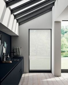 Fissa is a minimal, yet very elegant blind fitted to a window frame. It provides a sleek solution for a maximum privacy. This makes it a perfect blind for a bathroom. Minimalist Blinds, Minimalist Window, Minimalist Room, Contemporary Windows, Modern Blinds, Blinds Design, Window Design, Patio Door Blinds, Curtains