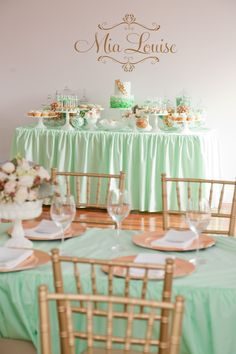 Mint table decor combined with simple wooden chairs