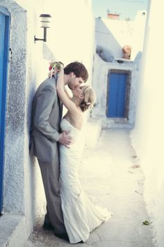 an elopement in Santorini. So romantic! -  anna roussos photography
