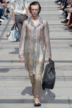 Louis Vuitton Spring 2017 Menswear Collection Fashion Show - Paris Fashionweek - Bxy Frey