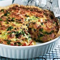Kinkkuquiche on mehevä ja maukas kinkkupiirakka, joka täytetään kinkulla ja juustolla. Tarjoa kinkkuquiche illanistujaisten suolapalana tai leivo piirakka ihan vaan omaksi iloksi vaikka perjantai-illa...