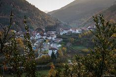 Isaba... ¡que bonito! Valle de Roncal, #Navarra --> http://www.turismo.navarra.es/esp/organice-viaje/recurso/Patrimonio/3068/Valle-de-Roncal.htm (por SantiMB.Photos)