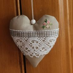 Coeur en tissu a suspendre                                                                                                                                                     Plus Easy Crafts For Kids, Diy And Crafts, Valentine Crafts, Valentines, Doily Art, Patchwork Heart, Scented Sachets, Fabric Hearts, Boho Life