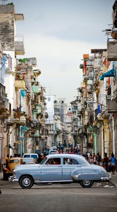 Vibrant Havana, Cuba • photo: CenkDuzyol on deviantart