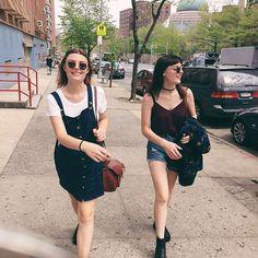 Mariana e Marina, as irmãs brasileiras super estilosas, contam como é trabalhar com moda.