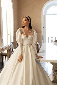 Wedding Dress Brands, Fancy Wedding Dresses, Perfect Wedding Dress, Unique Dresses, Pretty Dresses, Bridal Dresses, Unique Wedding Gowns, Gown Wedding, Long Gown For Wedding
