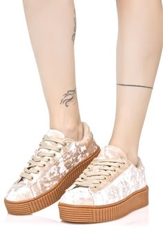 Lyn-Z Velvet Creeper Sneakers you got a mean Kick-Flip, babe! Rock yer Railslide in this sikk af sneakers featuring crushed velvet construction, round toes, thick gum soles and lace-ups.