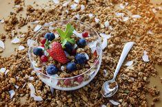 Healthy & Delicious Fruit and Yogurt Parfaits Recipes | PRANCIER Muesli, Weight Loss Tea, Lose Weight, Fodmap, Bodybuilding Breakfast, Breastfeeding Snacks, Keto Granola, Granola Bars, Healthy Snack Foods
