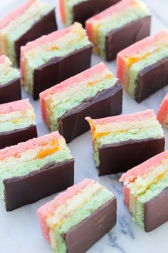 Italian Rainbow Cookie Recipe - Sugar and Charm - sweet recipes - entertaining tips - lifestyle inspiration Sugar and Charm – sweet recipes – entertaining tips – lifestyle inspiration Easy Cookie Recipes, Easy Desserts, Sweet Recipes, Delicious Desserts, Cake Recipes, Dessert Recipes, Sweet Desserts, Chocolate Topping, Decadent Chocolate