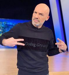 Ο κορονοϊος έχει φέρει τα κάνω κάτω στην ελληνική τηλεόραση. Ποτέ θα ξεκινήσουν οι εκπομπές και τι ακριβώς θα γίνει με τα realities? Μαθε τα πάντα στο Famoosh Podcast που ανέβηκε στο κανάλι Sweatshirts, Sweaters, Mens Tops, T Shirt, Fashion, Supreme T Shirt, Moda, Tee, Sweater