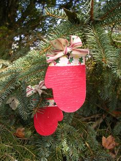 Rustic Country Christmas Holiday Hand Painted Wood Mitten Ornament With Rusty Wire & Fabric Bow - pinned by pin4etsy.com