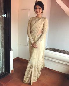 Engagement saree or after shaadi party Dress Indian Style, Indian Dresses, Indian Wear, Indian Outfits, Look Fashion, Indian Fashion, Designer Sarees Wedding, Wedding Sarees, Wedding Dresses