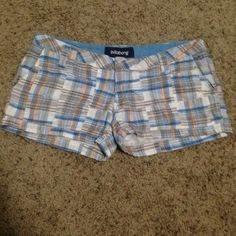 Billabong Plaid Shorts Billabong brand plaid shorts with two pockets in front and two in back. In good condition, no longer fit me. Billabong Shorts
