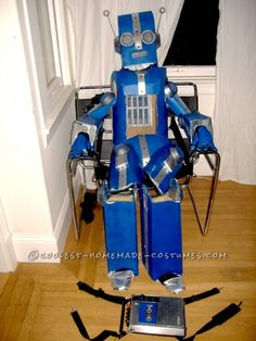 Awesome Articulated (Carboard!) Robot Costume with Tape Player ... This website is the Pinterest of costumes