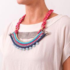 Maxi colar de cordas com corrente de strass e cristais