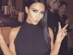 A diario, Kim Kardashian recibe cientos de comentarios respecto a que edita sus fotografías en Photoshop.Hace unos meses, estos comentarios llegaron a varios medios estadounidenses, que incluso mostraron pruebas de que el cuerpo de la socialité fue alteradavisualmente en varias sesiones fotográficas.