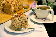 Ellen Svinhufvudin kakku - Helen Svinhufvudin cake, it's naturally gluten free and looks like it would be really good! Finnish Cake Recipe, 24. August, Sweet Pastries, Espresso Coffee, Coffee Time, Coffee Beans, Gluten Free Recipes, Banana Bread, Cake Recipes