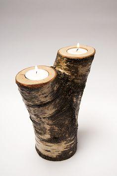 Berkenhouten stammetje met schors, geschikt voor 2 klein theelichtje (+/- 4 cm doorsneden) De theelichtjes zijn verzonken in het stammetje. 'Authentieke, handgemaakte interieurstukken voor huis en tuin. H.T.I. Hermans Thijs'
