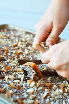 English Toffee Recipe That Will Make Guests Weak in the Knees How sweet does this English Toffee look?How sweet does this English Toffee look? Köstliche Desserts, Delicious Desserts, Dessert Recipes, Dessert Food, Delicious Cookies, Christmas Cooking, Christmas Desserts, Christmas Candy, Holiday Candy