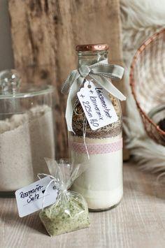 Dicke W & Goldmarie : DIY Brot in der Flasche & Rosmarinsalz (Einweihungsgeschenk)