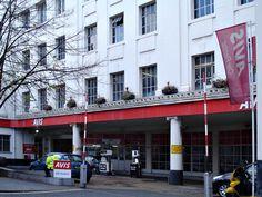 Poirot Locations | The Adventure of the Italian Nobleman Avis Rent-a-Car - nr. Oxford St. London Used as 'Eliso Freccia' Agatha Christie's Poirot, Hercule Poirot, Ok Uk, David Suchet, Filming Locations, Episode 5, Hercules, Short Stories, Mystery