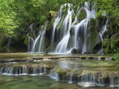 De 10 mooiste watervallen in Frankrijk - Tips van Frankrijk Puur Road Trip France, France Travel, Jura France, Magic Places, Les Cascades, Visit France, Camping Life, Fauna, Vacation Spots
