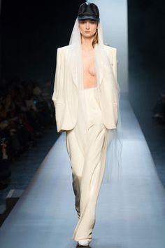 Le défilé Jean Paul Gaultier haute couture printemps-été 2015 http://www.vogue.fr/mariage/tendances/diaporama/les-plus-beaux-smokings-pour-femmes-pour-se-marier-mariage/18852/carrousel#le-dfil-jean-paul-gaultier-haute-couture-printemps-t-2015