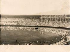 Mesmo depois de inaugurado, o Maracanã ainda recebia os últimos retoques. O medo da época era que o estádio não ficasse pronto a tempo da Copa do Mundo de 1950