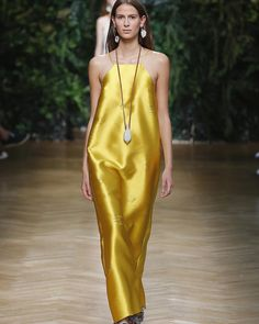 Luce che vivifica, segna, trasforma. #today #erikacavallini #fashionshow #erikacavallini #ss16 #venusasaboy #junglecurrentmood #lessismore @erikacavallini_official
