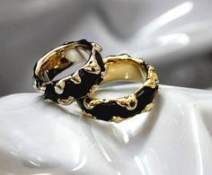 Eheringe oder Partnerringe in Gelb- und Weissgold mit Ebenholz. Wedding Rings, Engagement Rings, Jewelry, Fashion, White Roses, Yellow, Silver, Wedding, Enagement Rings